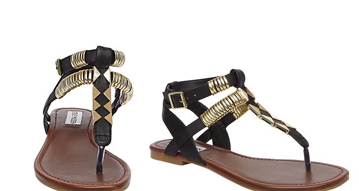 Gillar du mycket detaljer och guld? Då är dessa sandalerna för dig.