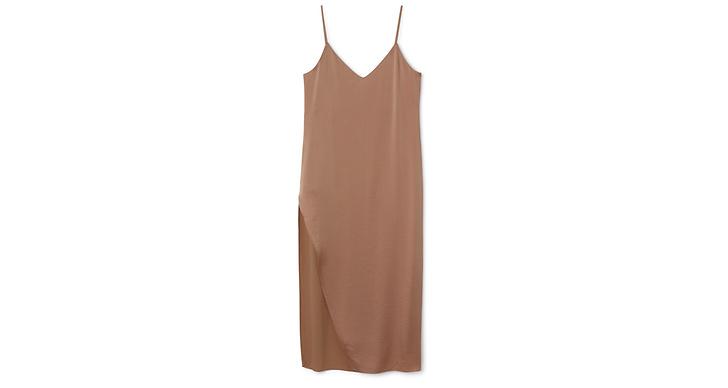 Nudefärgad klänning med spagettiband från Weekday, ca 650 kr.