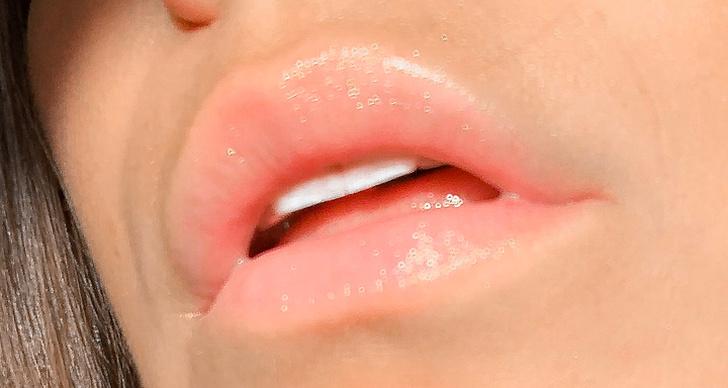 En bild på läppar med läppglans.