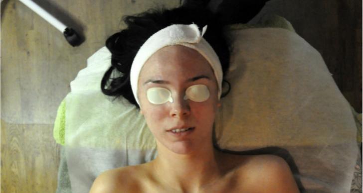Därefter appliceras ögonskydd.
