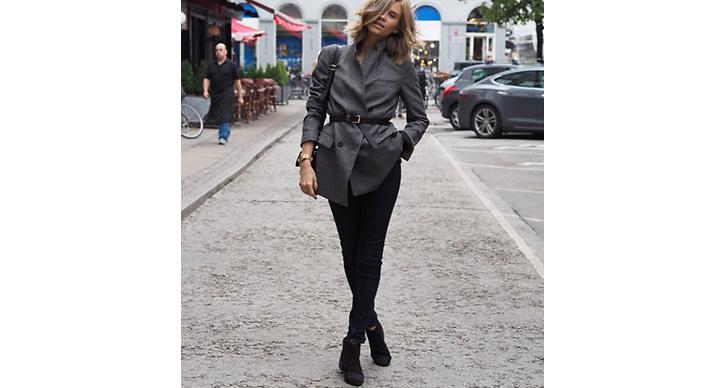 Tine Andrea i en enkel men stilren outfit.