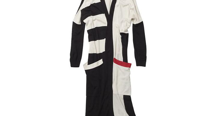 Lång kofta i svart, vitt och rött.