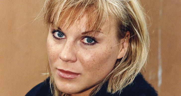 Josefin Nilsson får bok, artist, brinn för josefin, våld mot kvinnor.