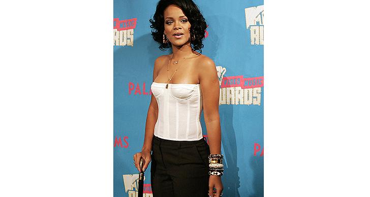 2007 kapade hon det långa håret och började sin resa mot en tuffare stil.