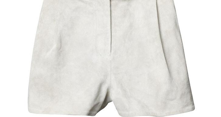 Vita shorts i sammet.