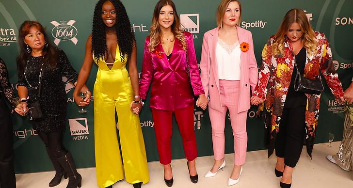 Flera svenska kvinnliga artister gick in på röda mattan och höll varandra i hand för att protestera mot sexuella övergrepp och trakasserier inom musikbranschen.