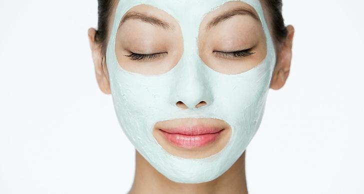 Skaffa dig goda hudvårdsrutiner, lägg en ansiktsmask anpassad efter din hudtyp en gång i veckan.
