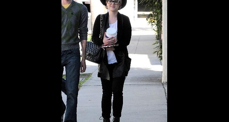 Kelly Osbourne med sin Chanel.