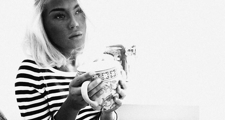 """""""Sitter i köket med kaffet i andra handen och tänker på sånt man egentligen inte borde tänka på."""""""