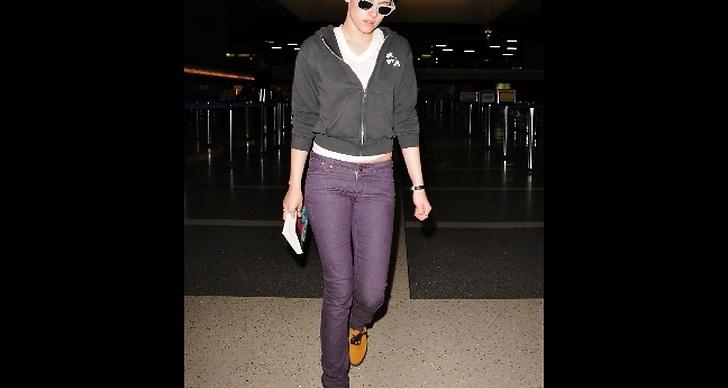 Hon försökte resa inkognito till LA, det blev inte så lyckat. Fotograferna flockade sig ändå.