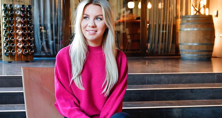 Therese Lindgren i rosa tröja