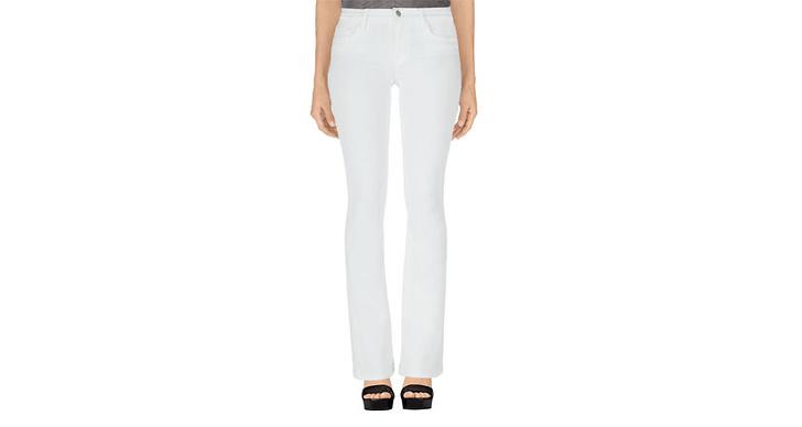 """""""Ett par vita bootcut jeans från J brand, sitter som ett smäck och passar till det mesta"""""""