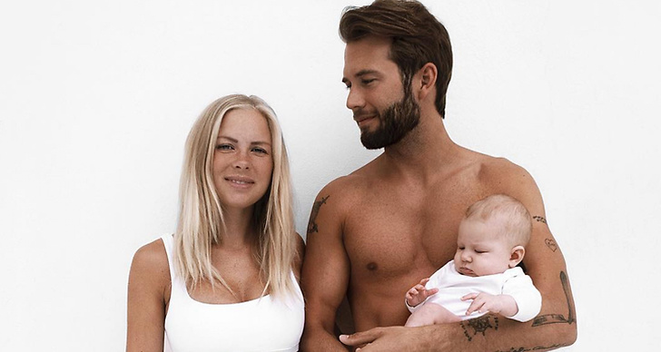 Ett familjefoto på Victoria Törnegren, Erik Forsgrens och dottern Ellie.