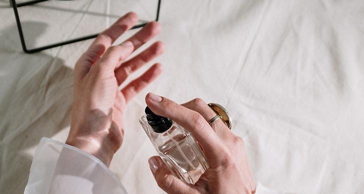 Hitta din nya doft bland de parfymer som trendar 2021.