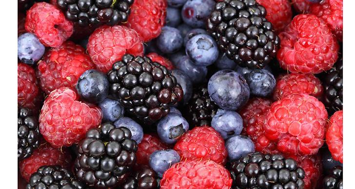 Bär innehåller antocyaniner och vitamin C. Det stärker kroppens kollagenproduktion som gör huden slätare och motverkar rynkor.