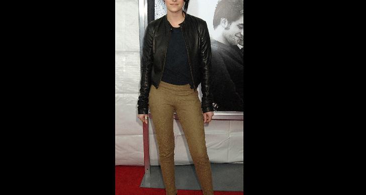 Här poserar hon på premiären för pojkvännen Robert Pattinsons nya rulle Remember Me.