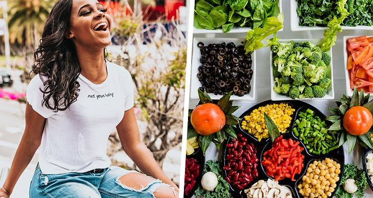 En tjej som skrattar, massvis med grönsaker
