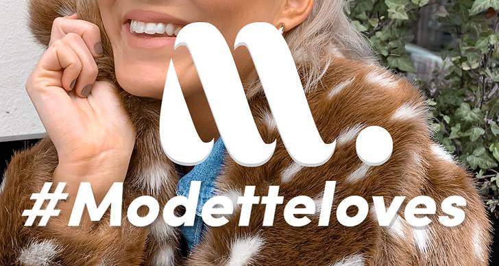"""En inzoomad bild på en jacka med bambimotiv i fuskpäls med Modettes kvalitetstämpel """"#modetteloves"""""""