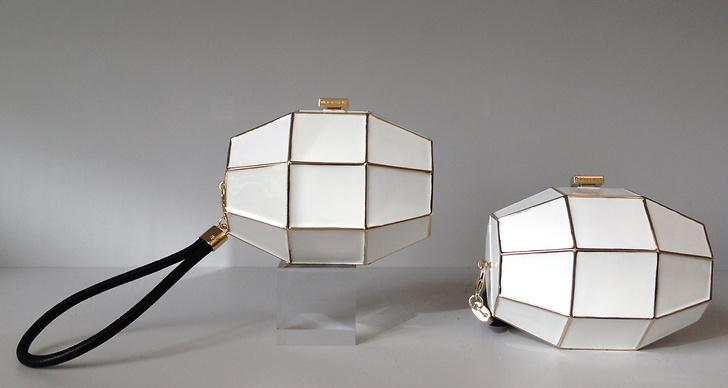 Den granatformade designen har verkligen blivit ikonisk för Viktor & Rolfs varumärke – här ser vi granatformade väskor.