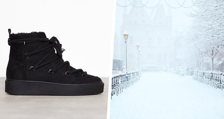 Till vänster en par vinterkängor, till höger en snöigt landskap