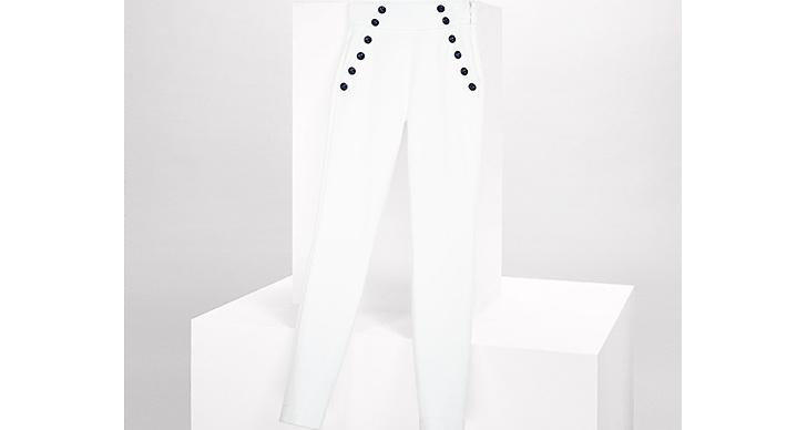 Vem sa att vita byxor inte funkar på hösten?