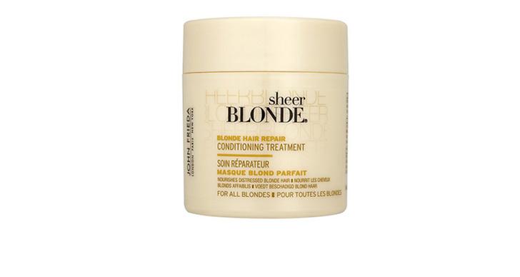 Gör en inpackning en gång i veckan som reparerar och vårdar torrt hår. Denna inpackning från John Frieda är särskilt skapad för blont hår och framhäver ljusa slingor, ca 100 kr.
