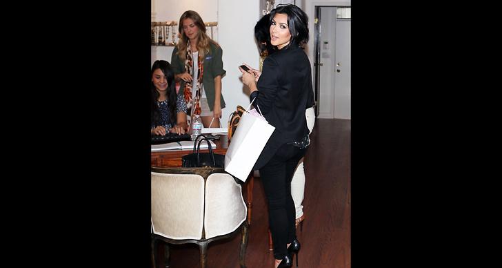 … och Kim Kardashian härmar henne med likadana skor. ?
