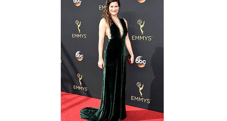 Kathryn Hahn var ursnygg i en grön sammetsklänning med spets!