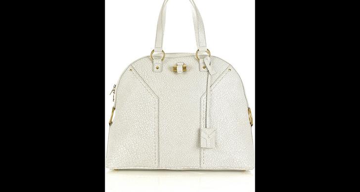 Vit väska: YSL,ca.18 280 kr.