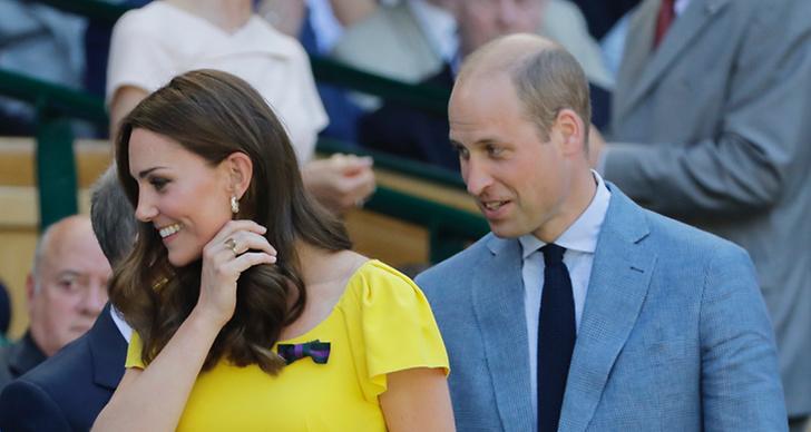 Kate Middleton leende bredvid prins William