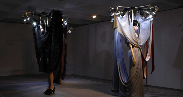 """""""Haute couture är något vi är otroligt bra på – det är där vi verkligen kan göra skillnad i modevärlden"""", säger Viktor & Rolf."""