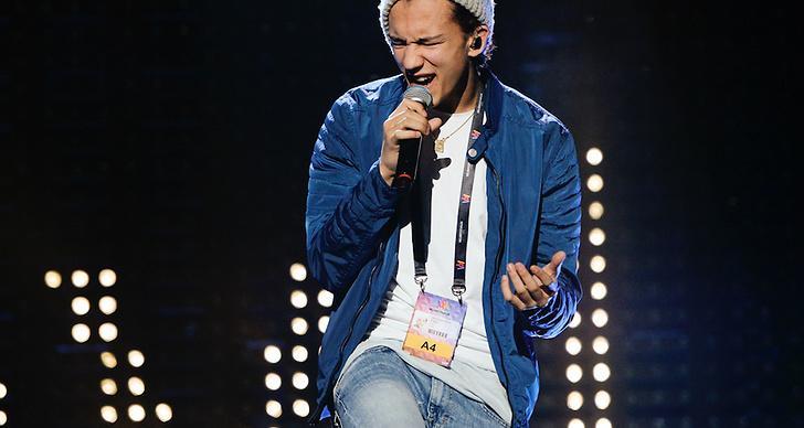 Han sjöng en hyllningslåt till Zlatan som sjuåring som blev succé. Hur gulligt?
