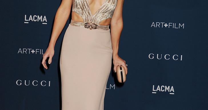 Kat Hudson var vacker som en dag i smickrande klänning med paljetter och cut outs.
