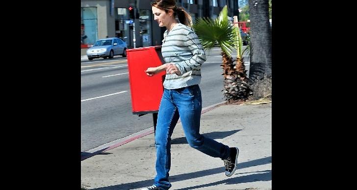 Drew Barrymore i jeans och Converse.