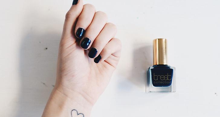 Mörka färger på naglarna är alltid hett!