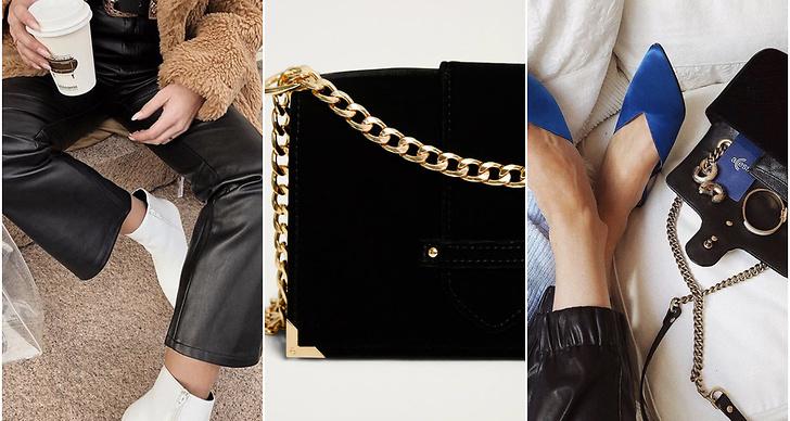 Skinnbyxor, svart väska, blå skor