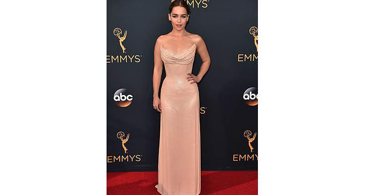 Game of Thrones-stjärnan Emilia Clarke var oerhört vacker under gårdagens gala.
