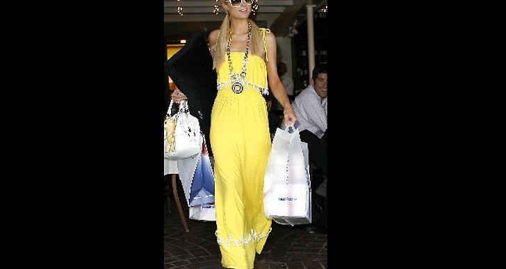Paris Hilton i fantastisk klänning.