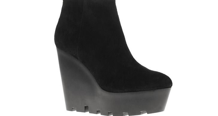 Stilrena skor du kan använda både till vardags och fest, 833 kr från Cheap Monday.