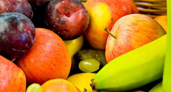 Frukter innehåller mängder av Vitamin C. Något som tryggar kroppen och medverkar till bra hy och starkt hår.