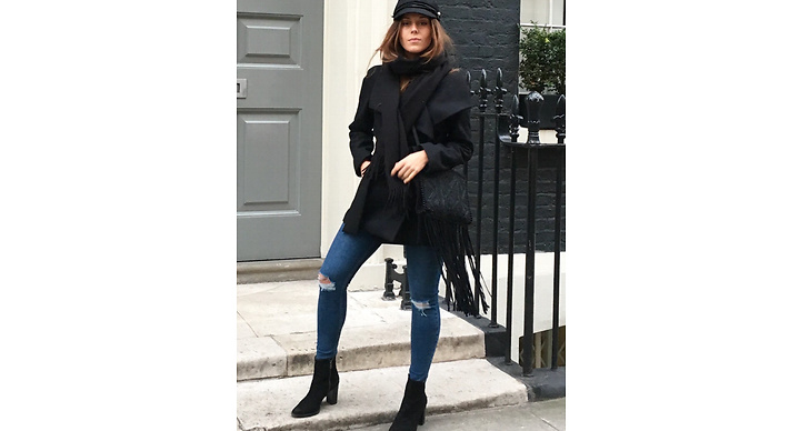 Så här kan man också matcha de slitna jeansen. Vi älskar skepparkepsen!
