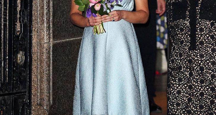 Hon väntar sitt första barn i juli 2013.